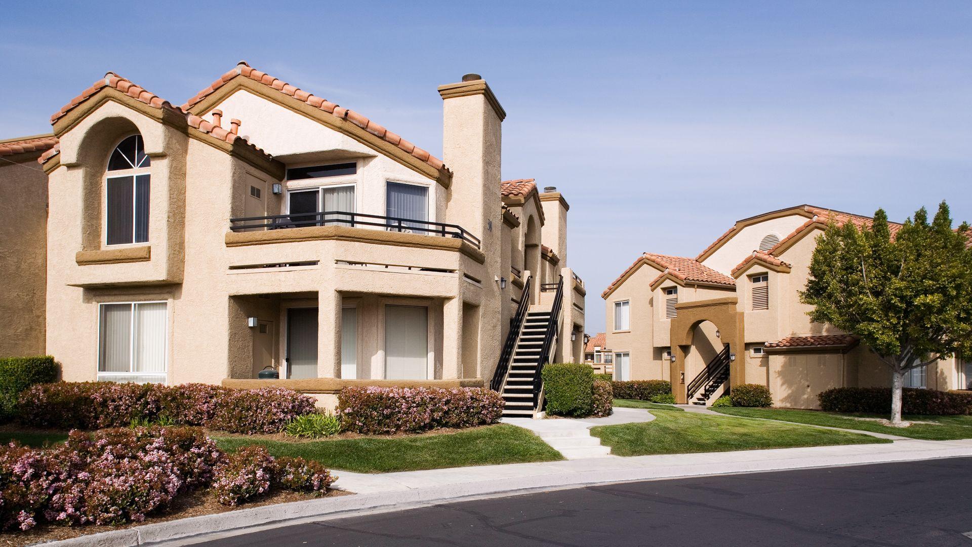 Vista Del Lago Apartments - Exterior