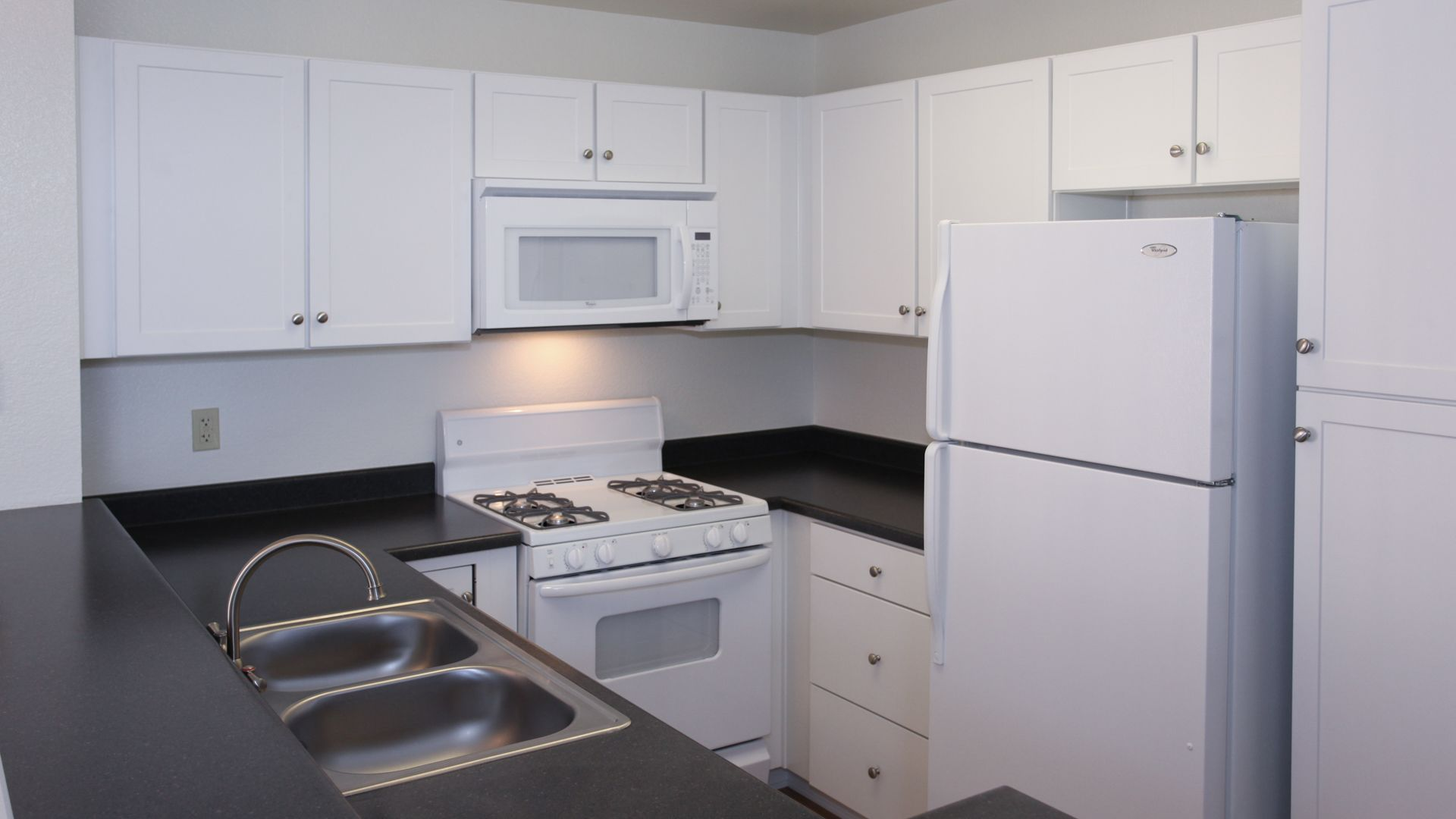 Vista Del Lago Apartments - Kitchen