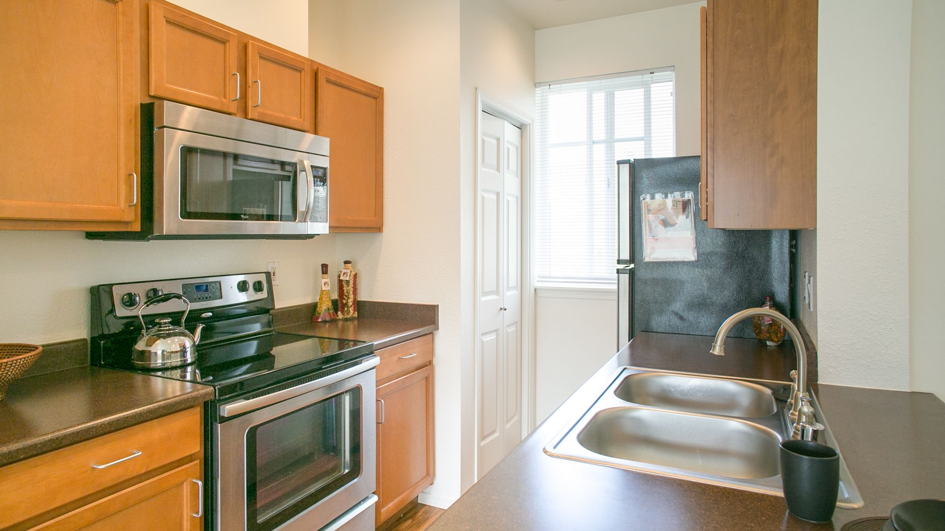 Chelsea Square Apartments - Kitchen