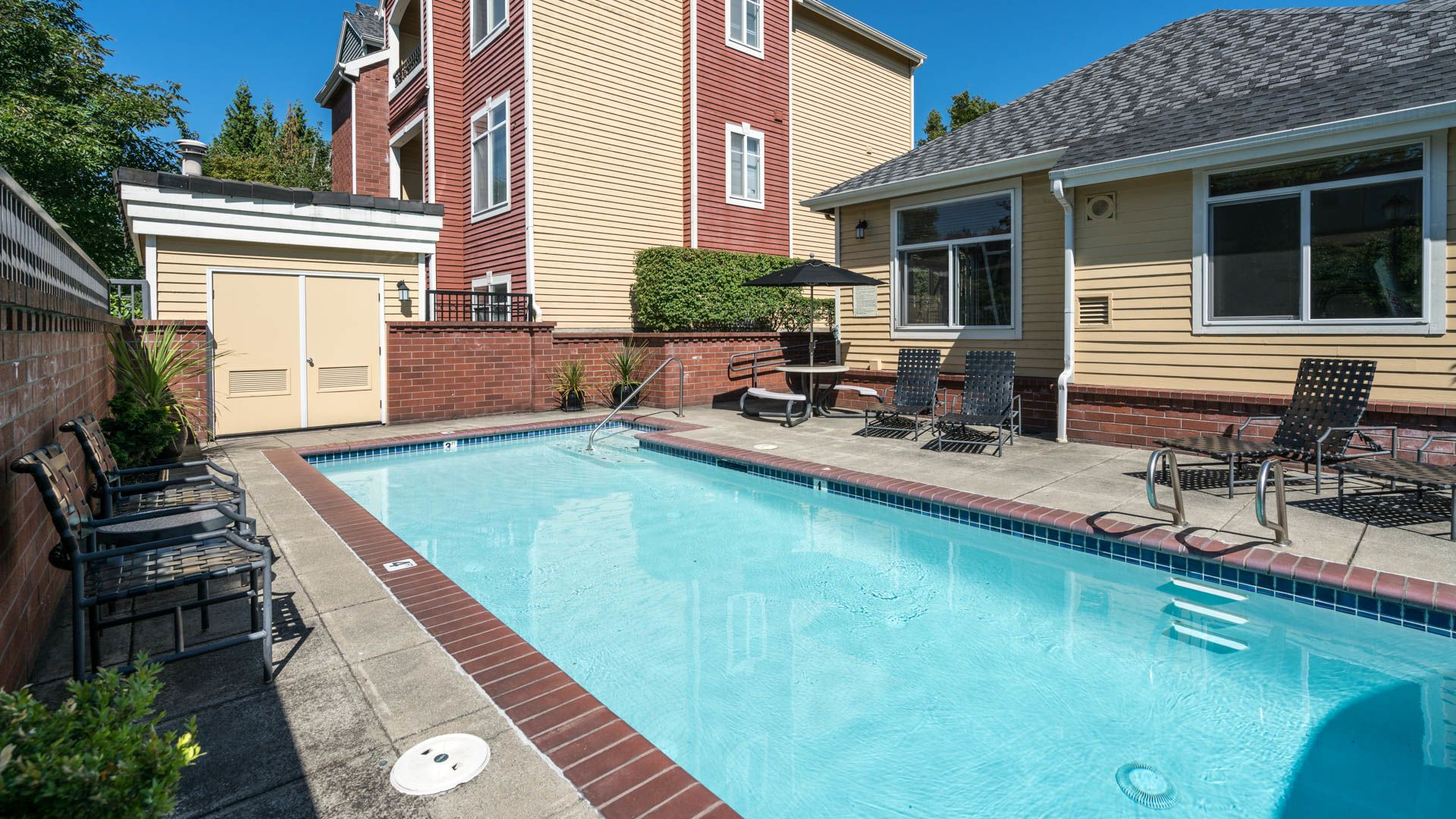 Chelsea Square Apartments - Swimming Pool