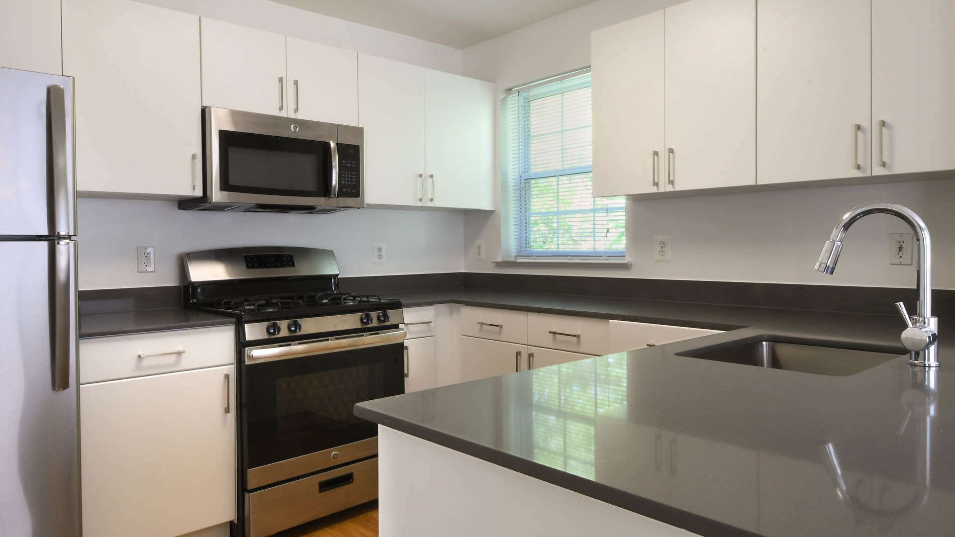 The Reserve at Eisenhower Apartments - Kitchen