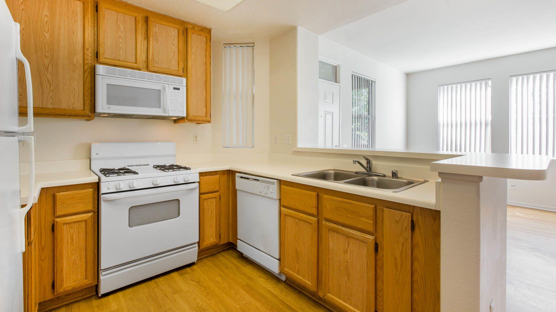 The Oaks Apartments - Kitchen