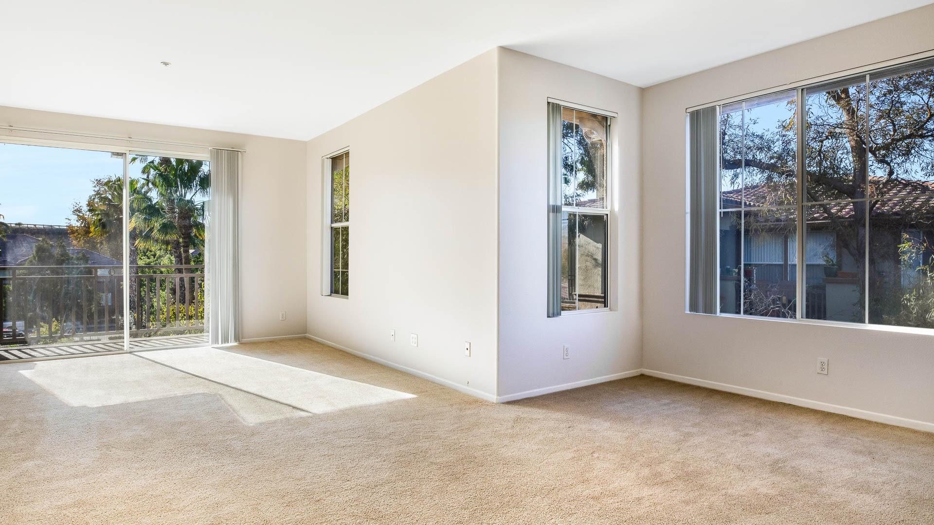 The Oaks Apartments - Living Area