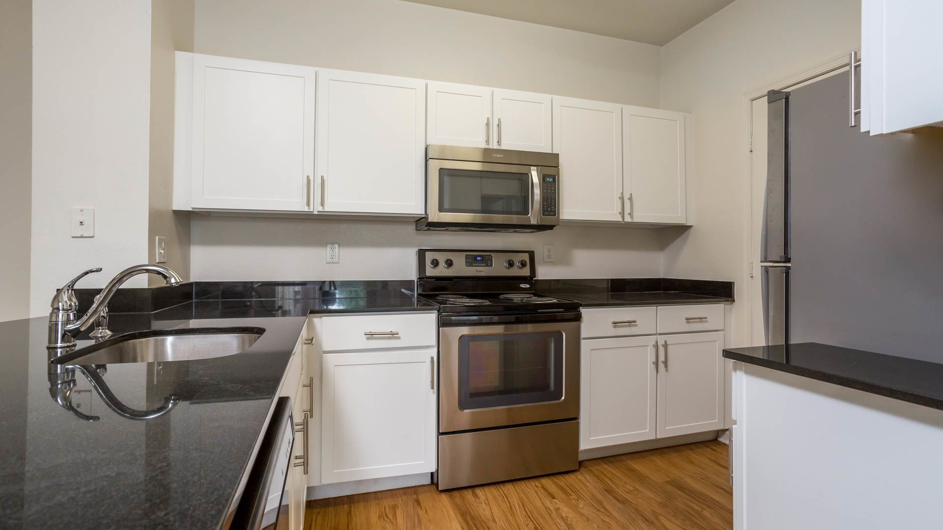 Carlyle Mill Apartments - Kitchen