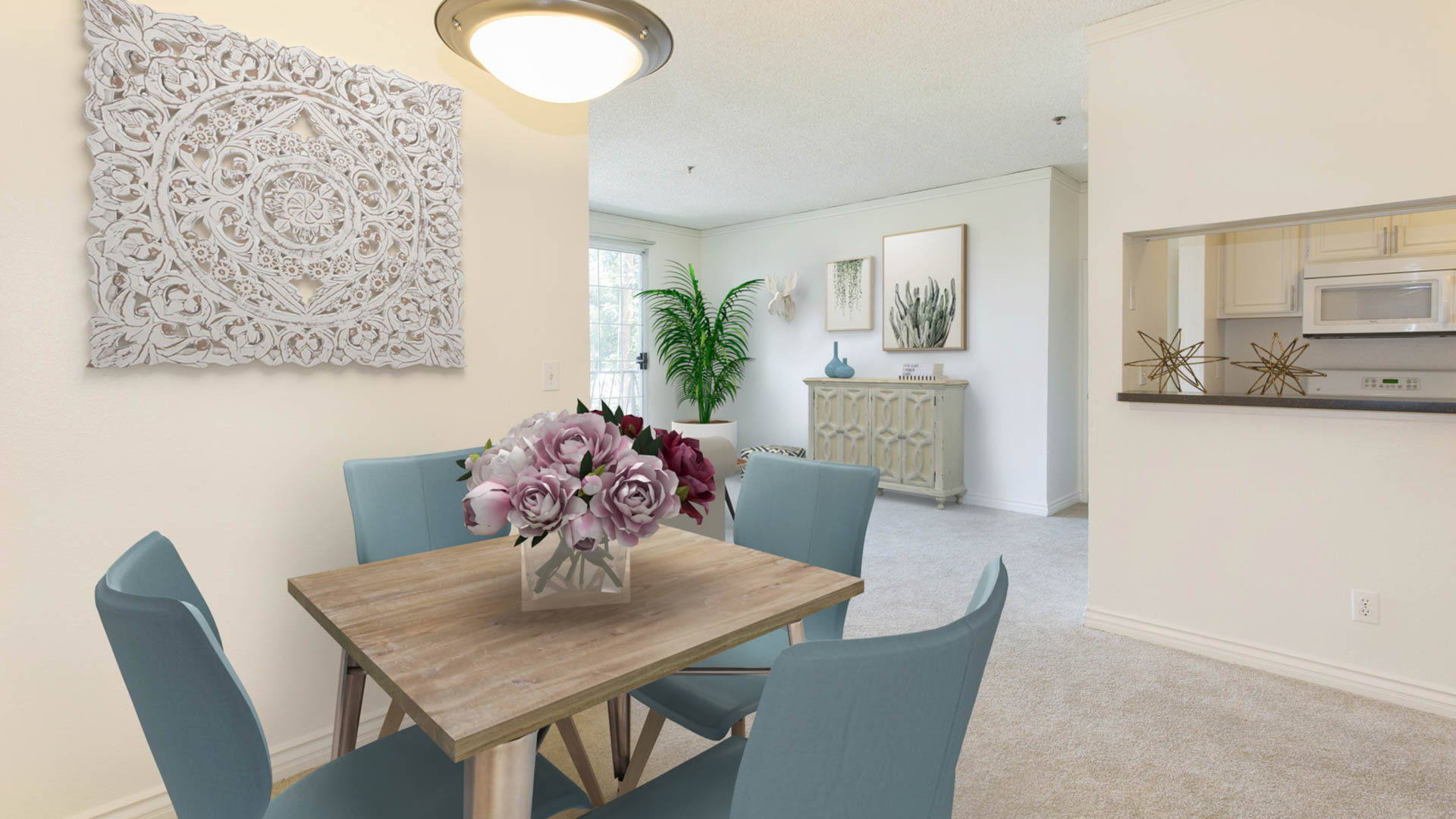 Versailles Apartments - Dining Area