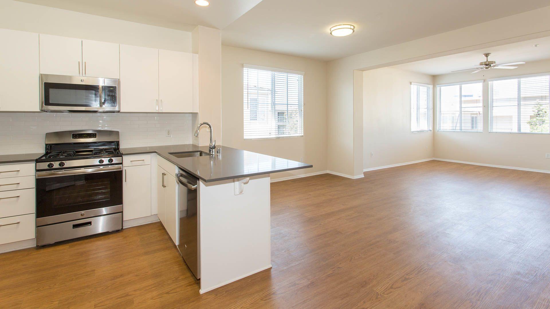 Bella Vista At Warner Ridge Apartments - Kitchen