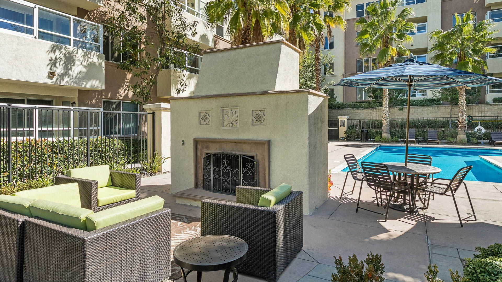 Bella Vista At Warner Ridge Apartments - Outdoor Lounge