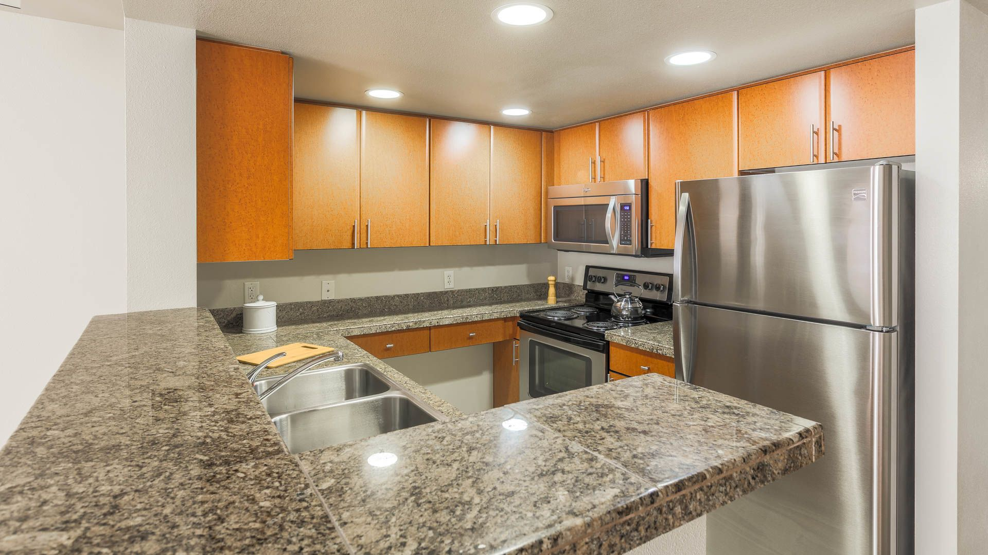 Olympus Apartments - Kitchen