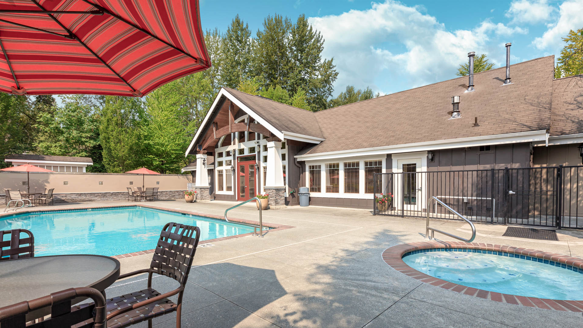 Providence Apartments - Swimming Pool and Hot Tub