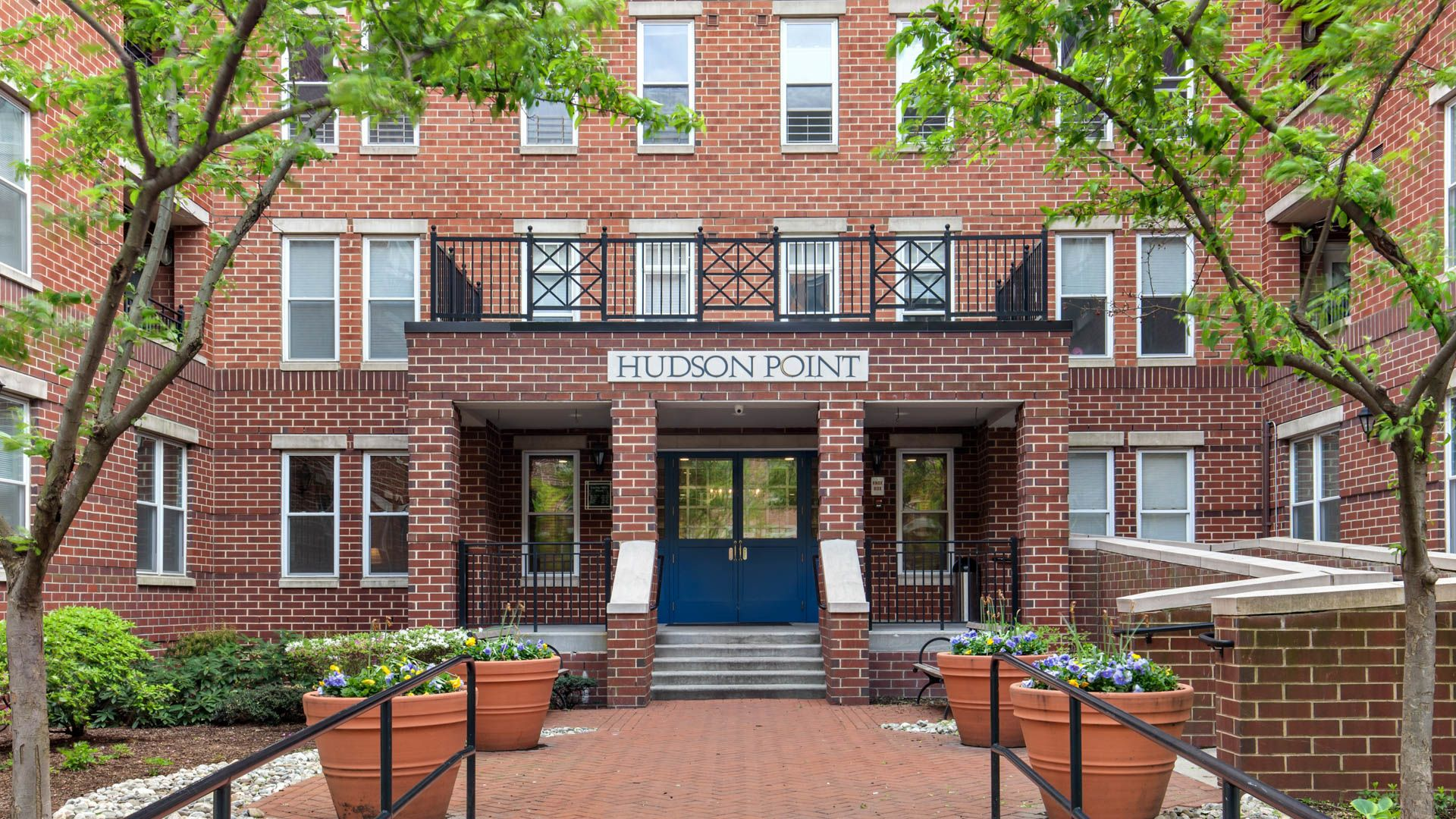 Hudson Point Apartments - Exterior