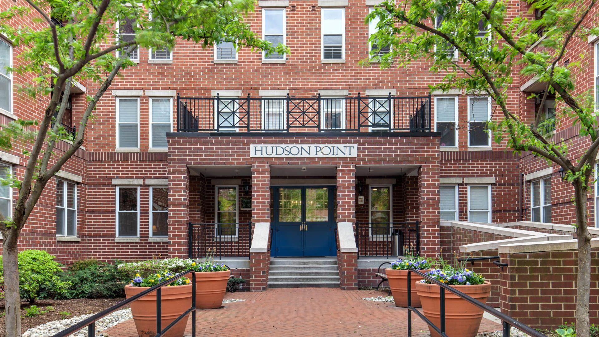 Hudson Point Apartments - Exterior