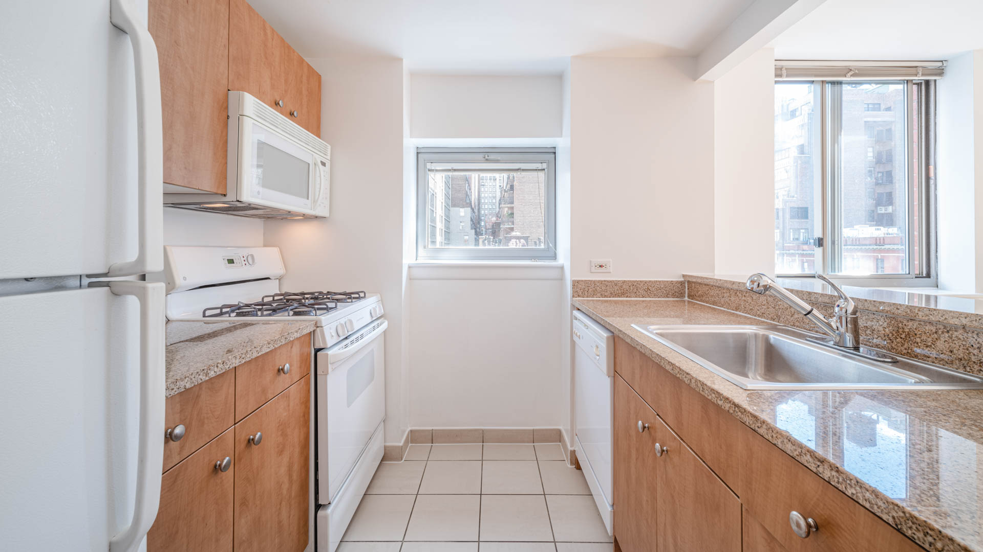 Hudson Crossing Apartments - Kitchen