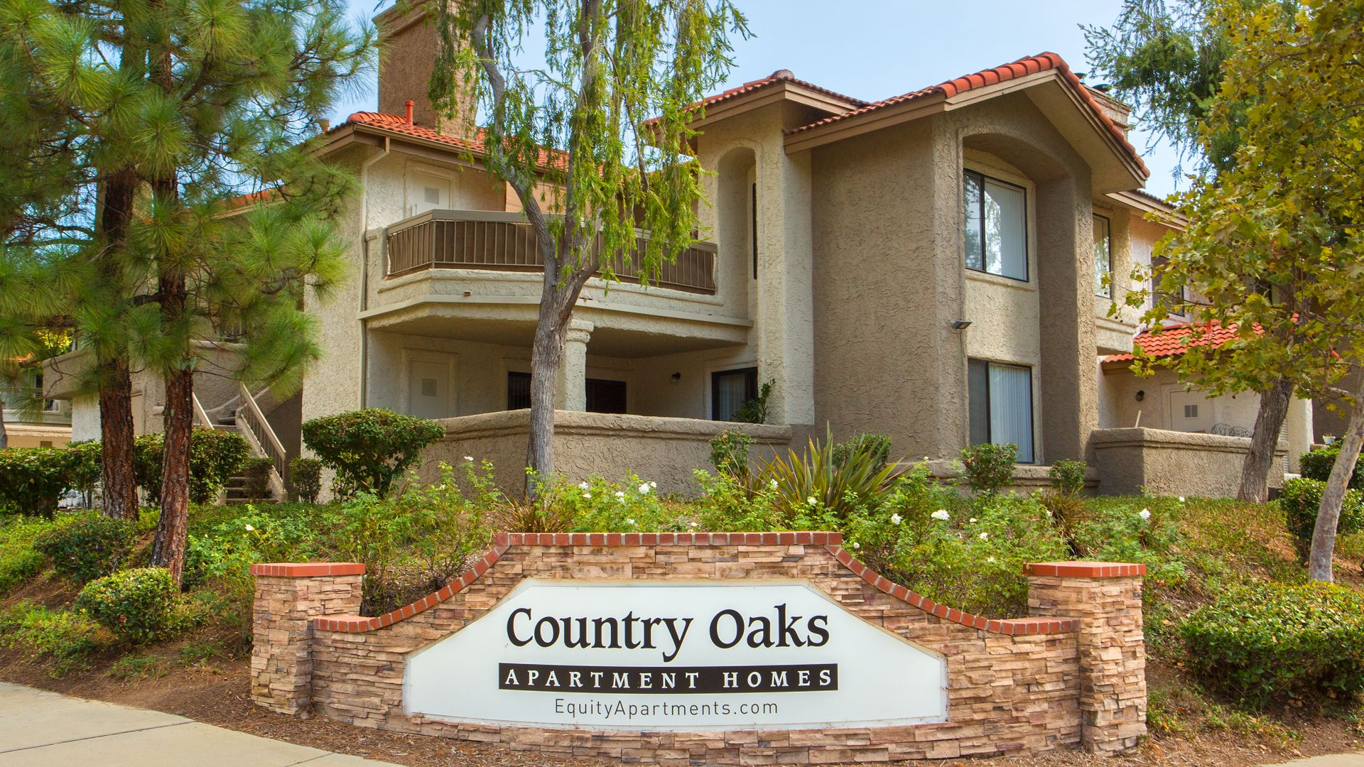 Country Oaks Apartments - Exterior