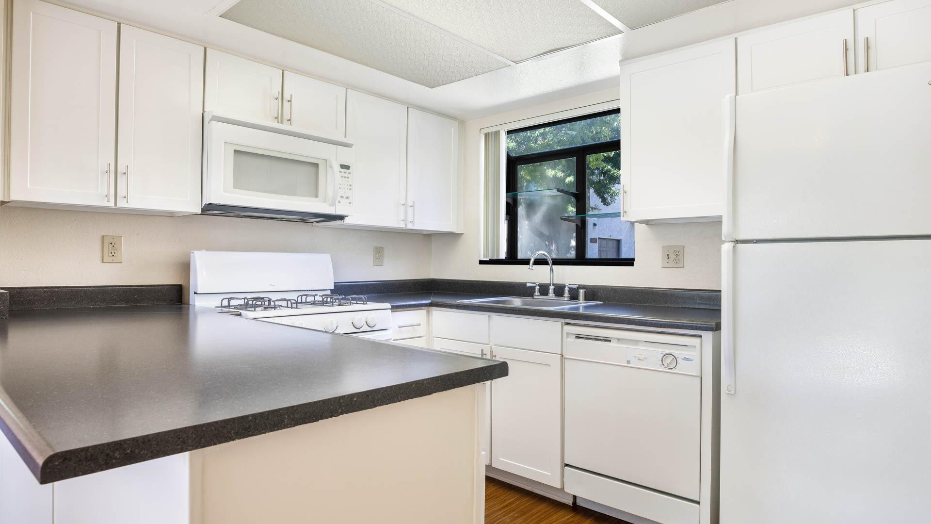 Eagle Canyon Apartments - Kitchen