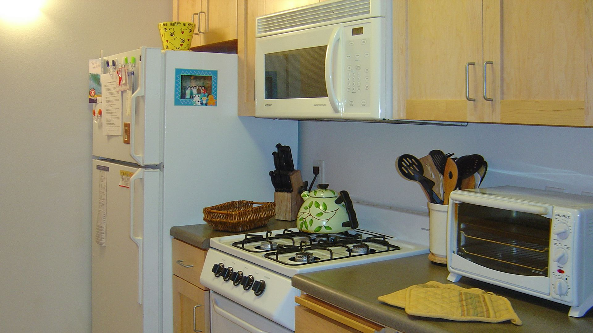 Acton Courtyard Apartments - Kitchen