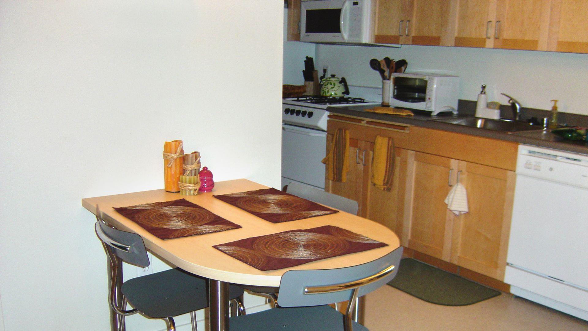 Acton Courtyard Apartments - Kitchen