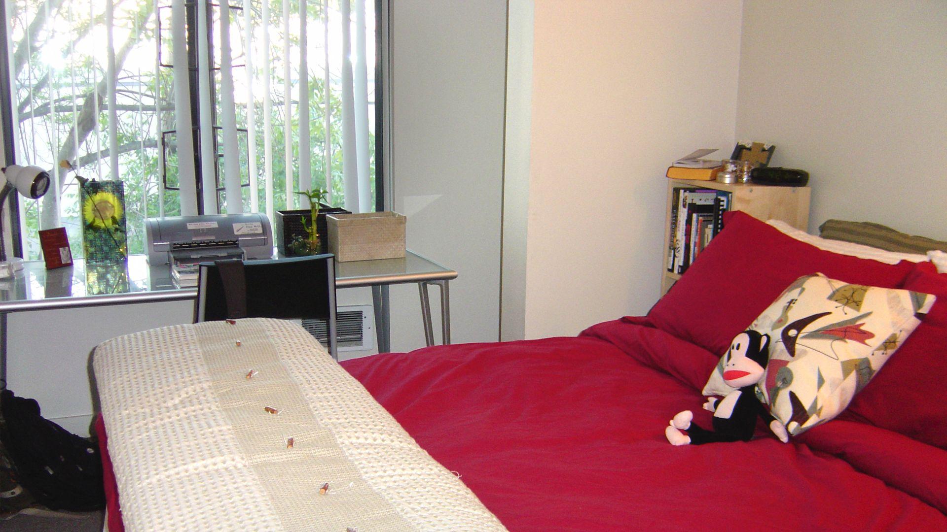 Acton Courtyard Apartments - Bedroom