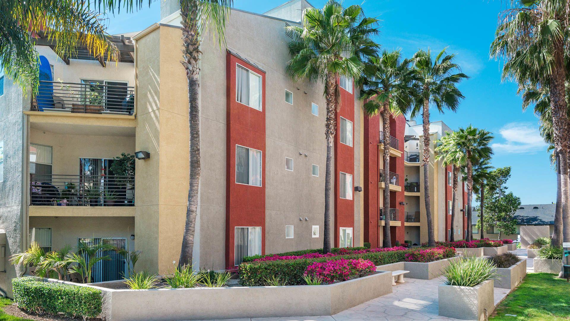 Del Mar Ridge Apartments - Exterior