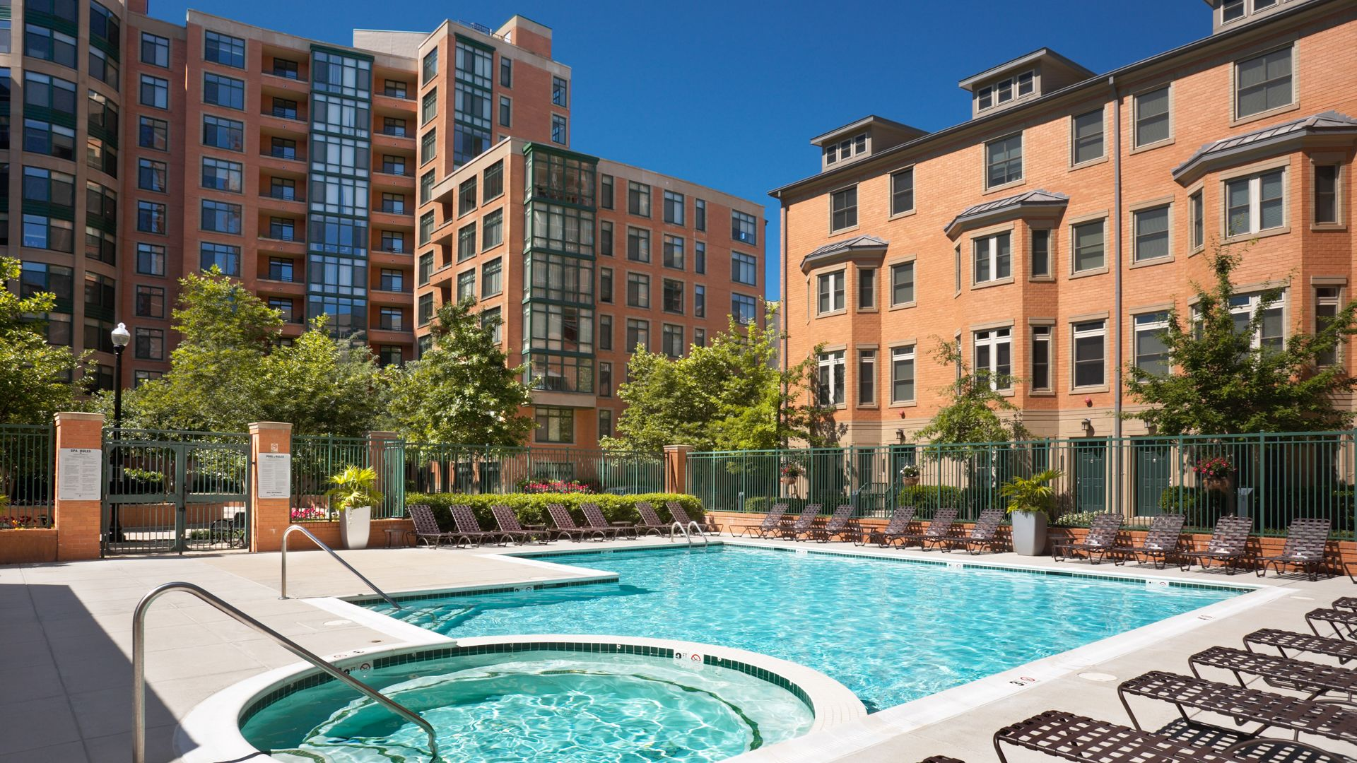 Vista on Courthouse Apartments - Swimming Pool