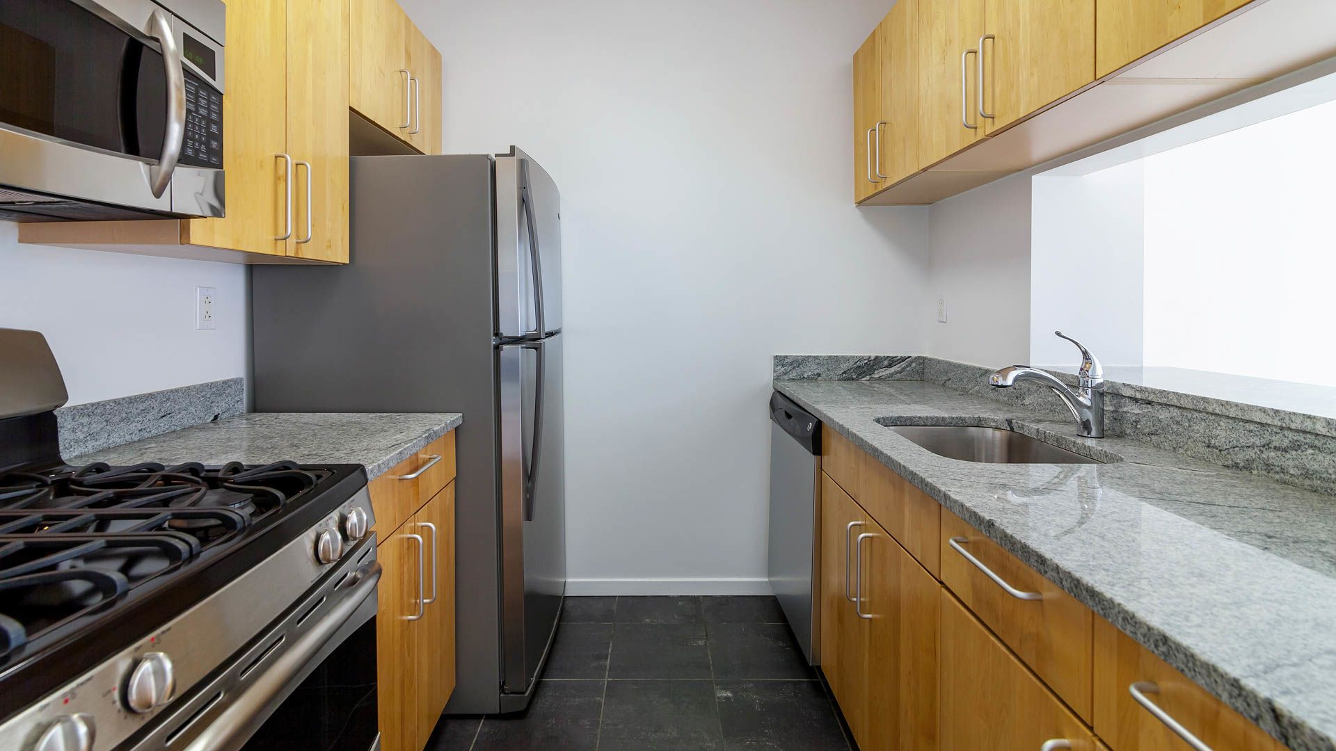 777 6th Avenue Apartments - Kitchen