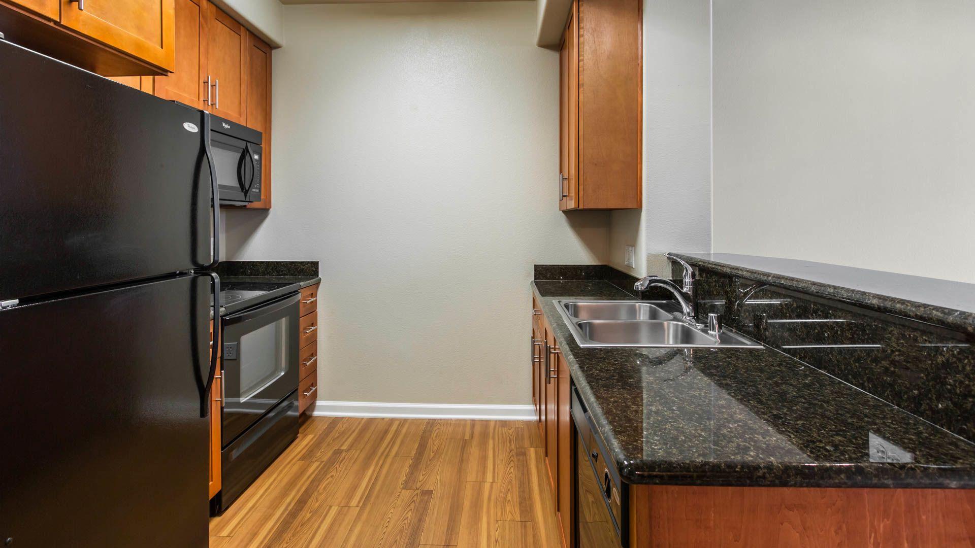 Kelvin Court Apartments - Kitchen
