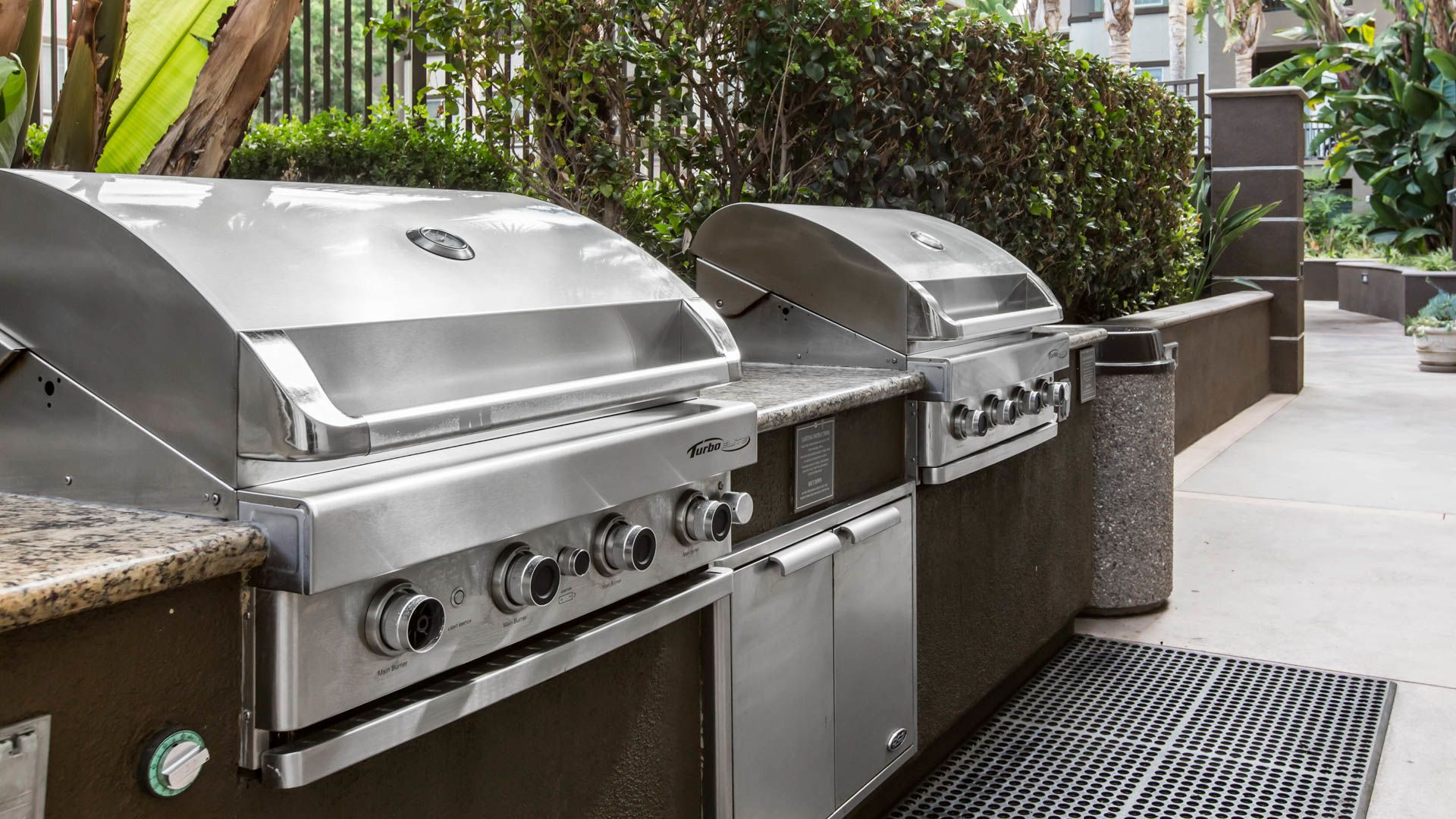 Kelvin Court Apartments - Grilling