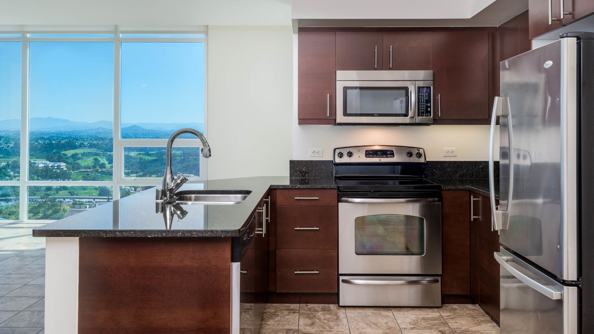 Vantage Pointe Apartments - Apartment Kitchen