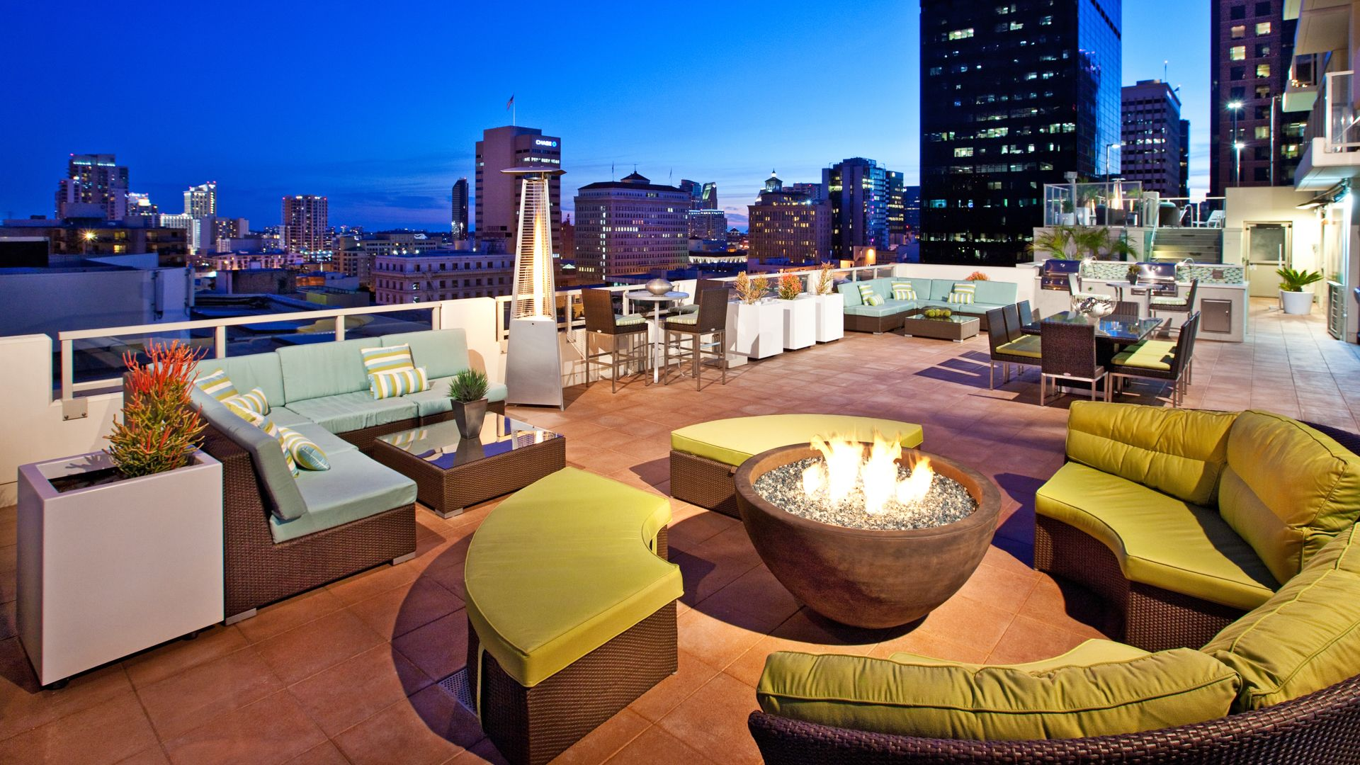Vantage Pointe Apartments - Rooftop Deck