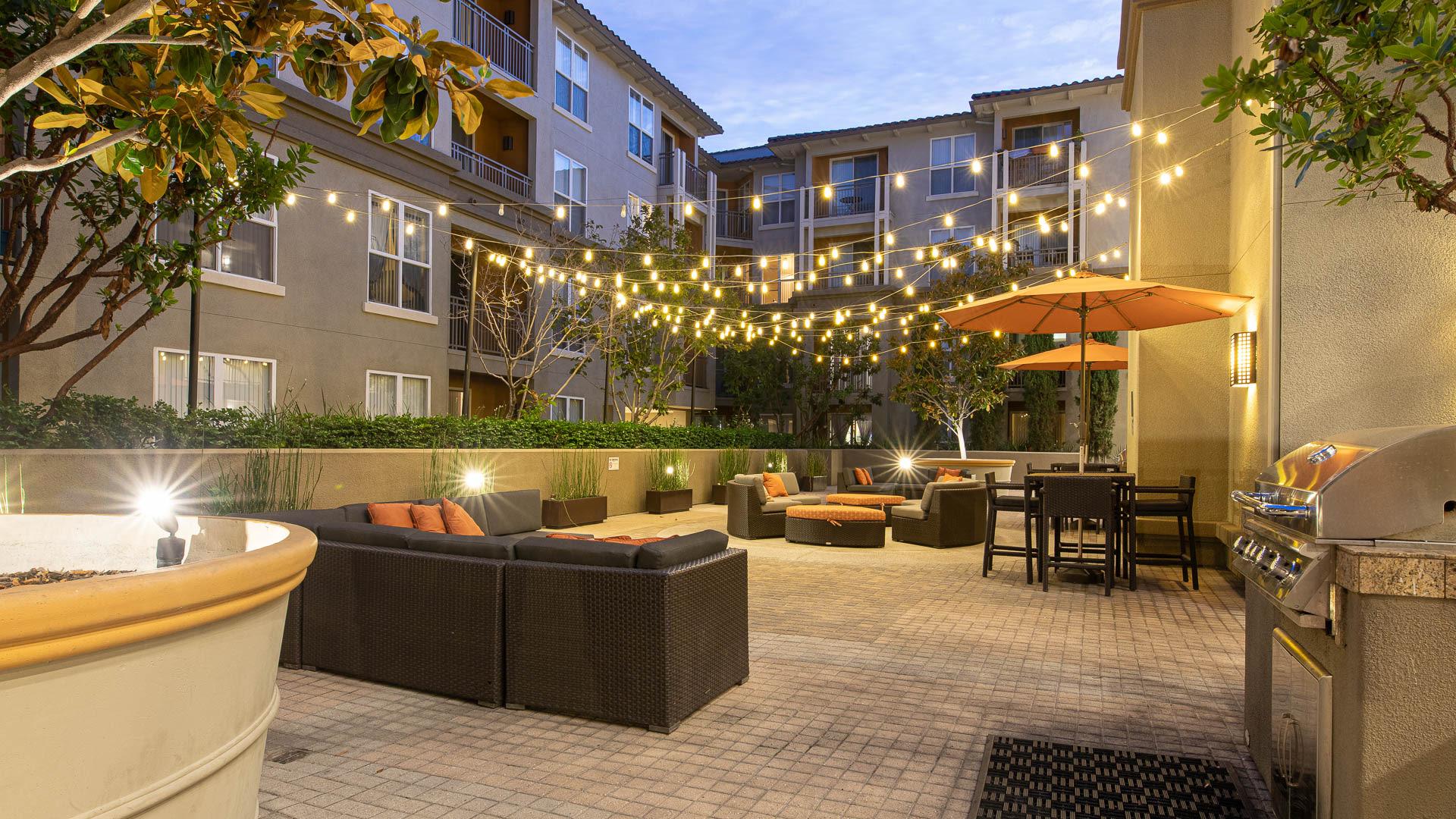 Acappella Pasadena Apartments - Courtyard