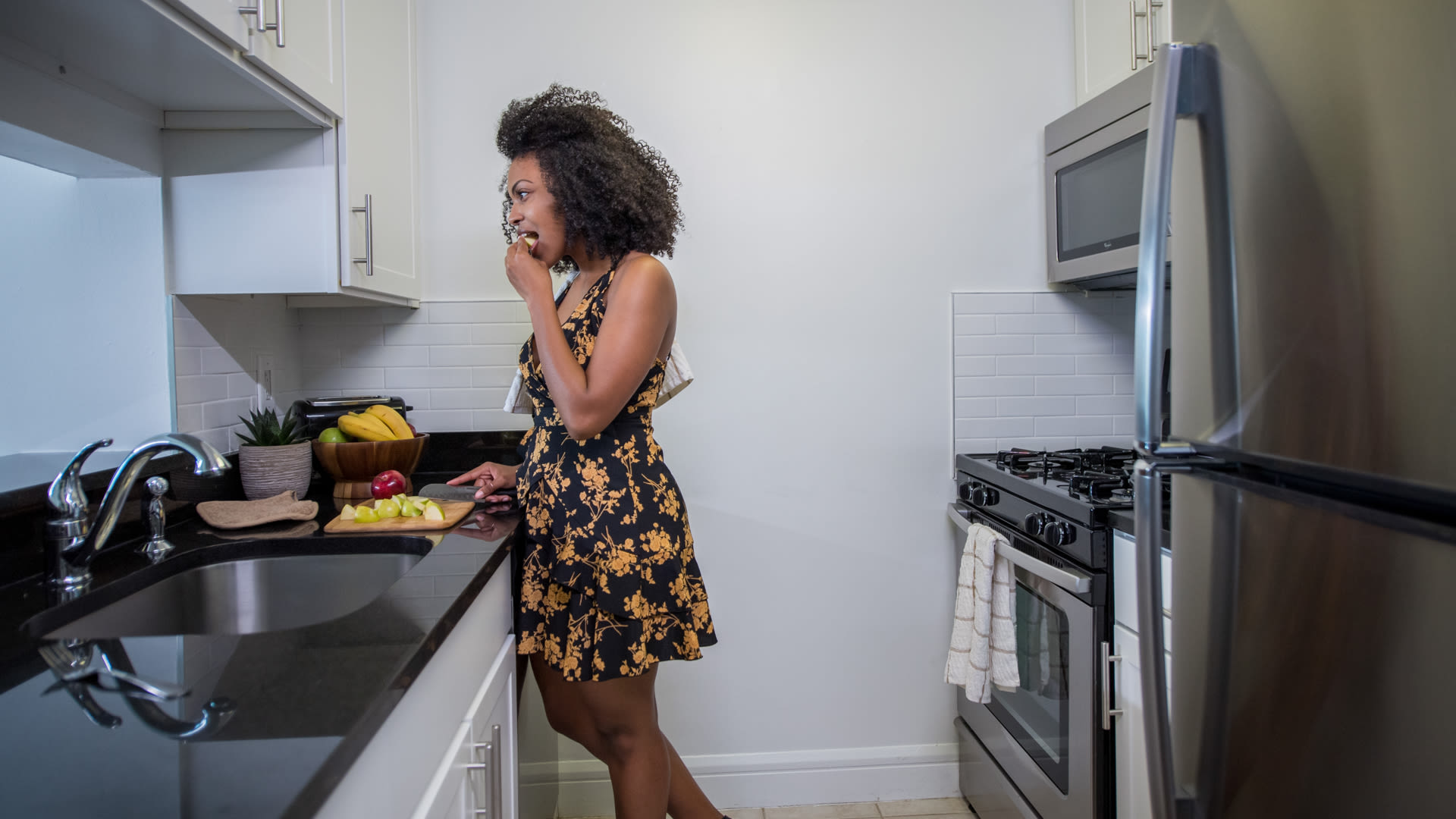 160 Riverside Apartments - Kitchen