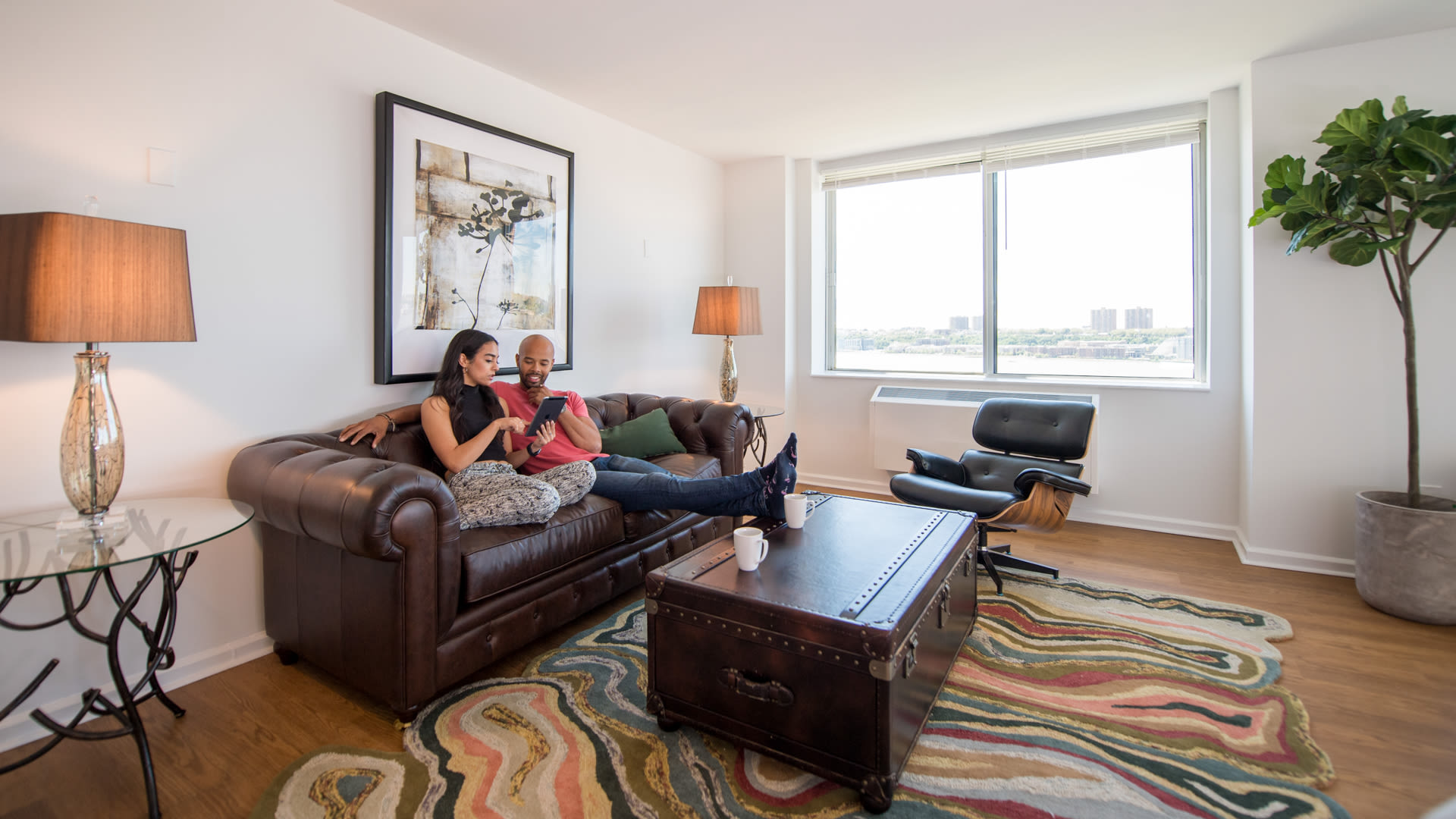 180 Riverside Apartments - Living Room