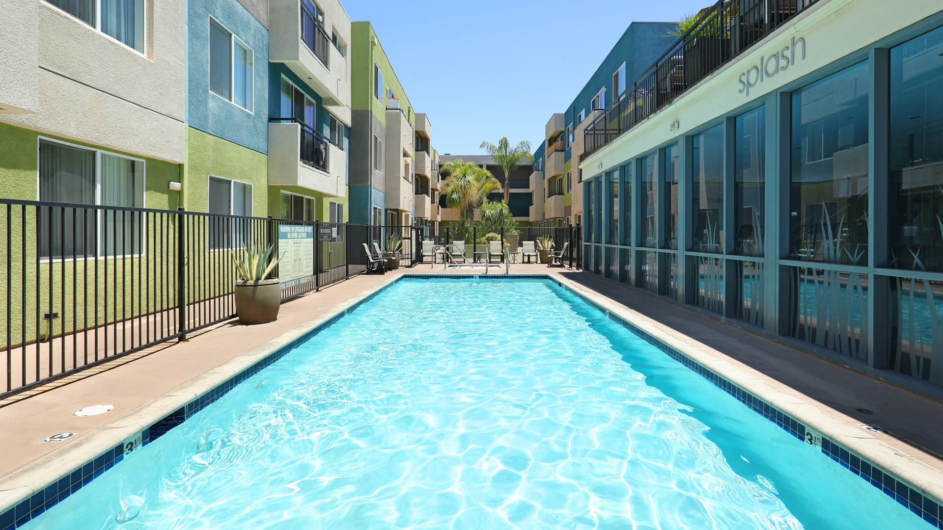 Lindley Apartments - Swimming Pool