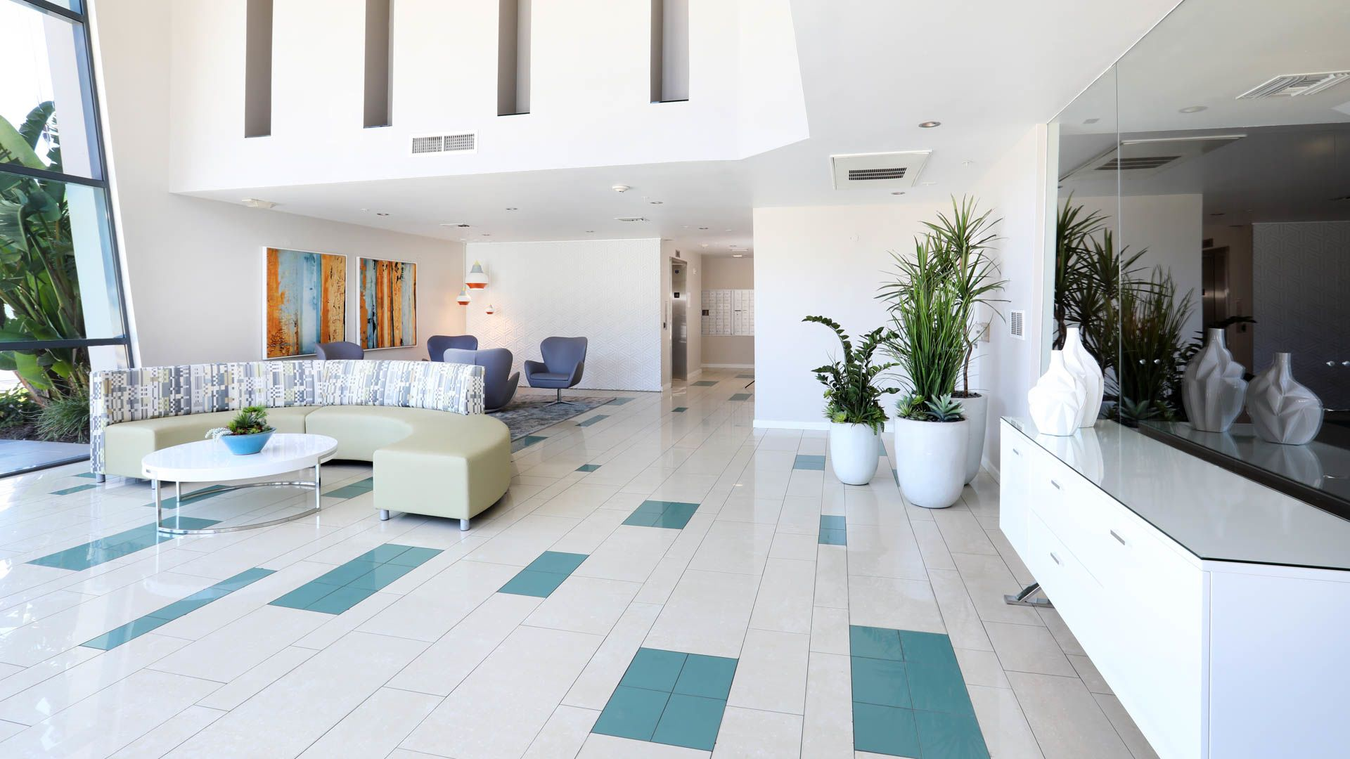 Lindley Apartments - Lobby