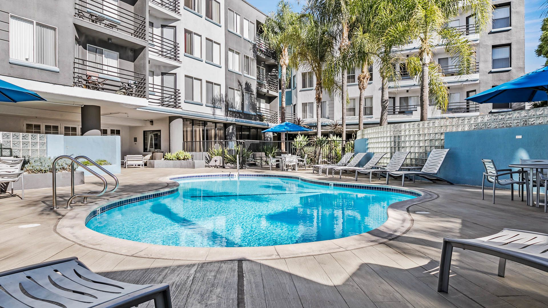The encore apartments sherman oaks 4920 van nuys blvd - Indoor swimming pool in los angeles ...
