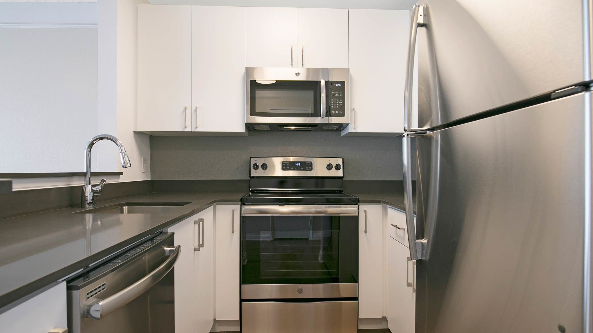 The Encore Apartments - Kitchen