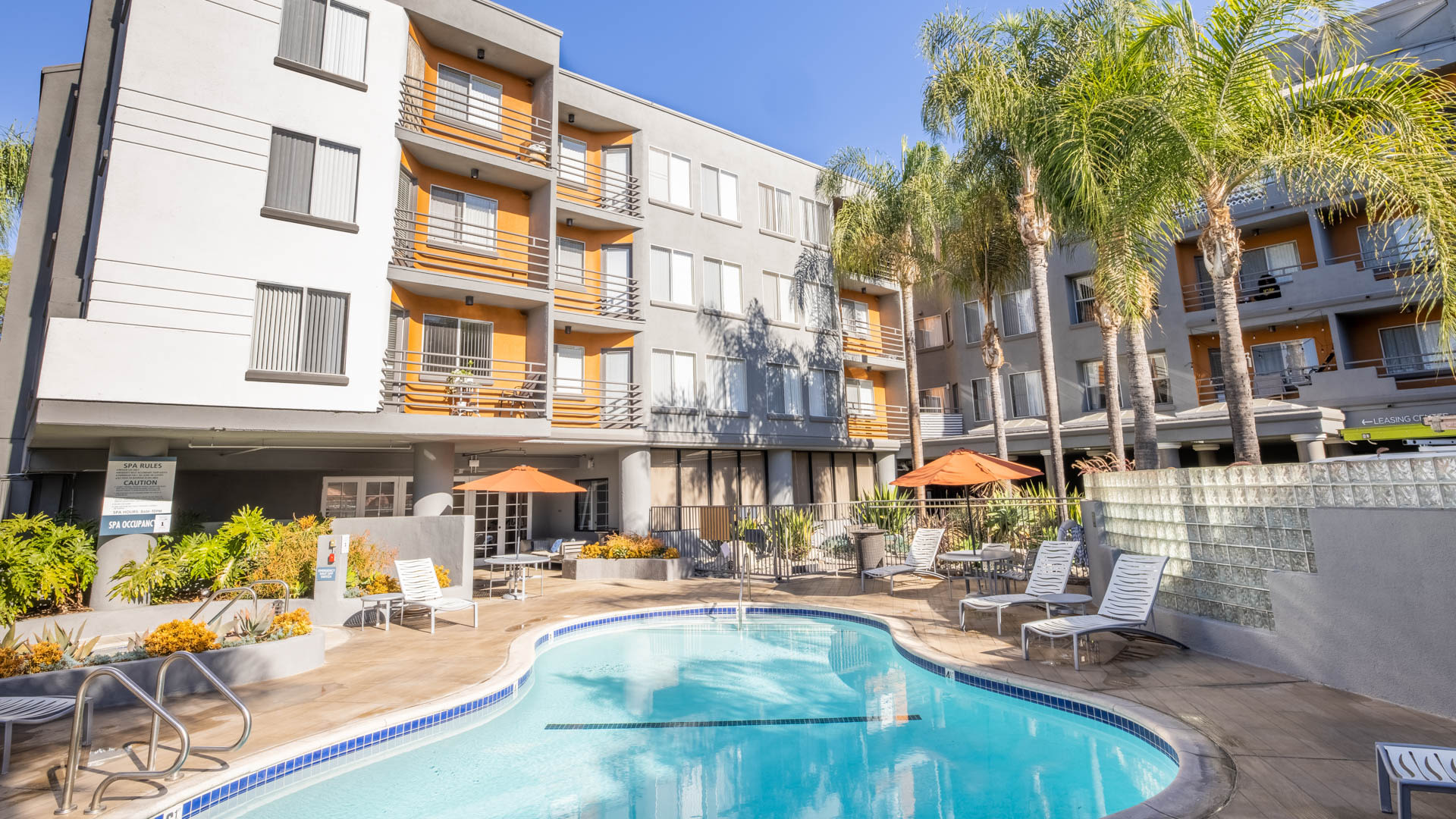 The Encore Apartments - Swimming Pool