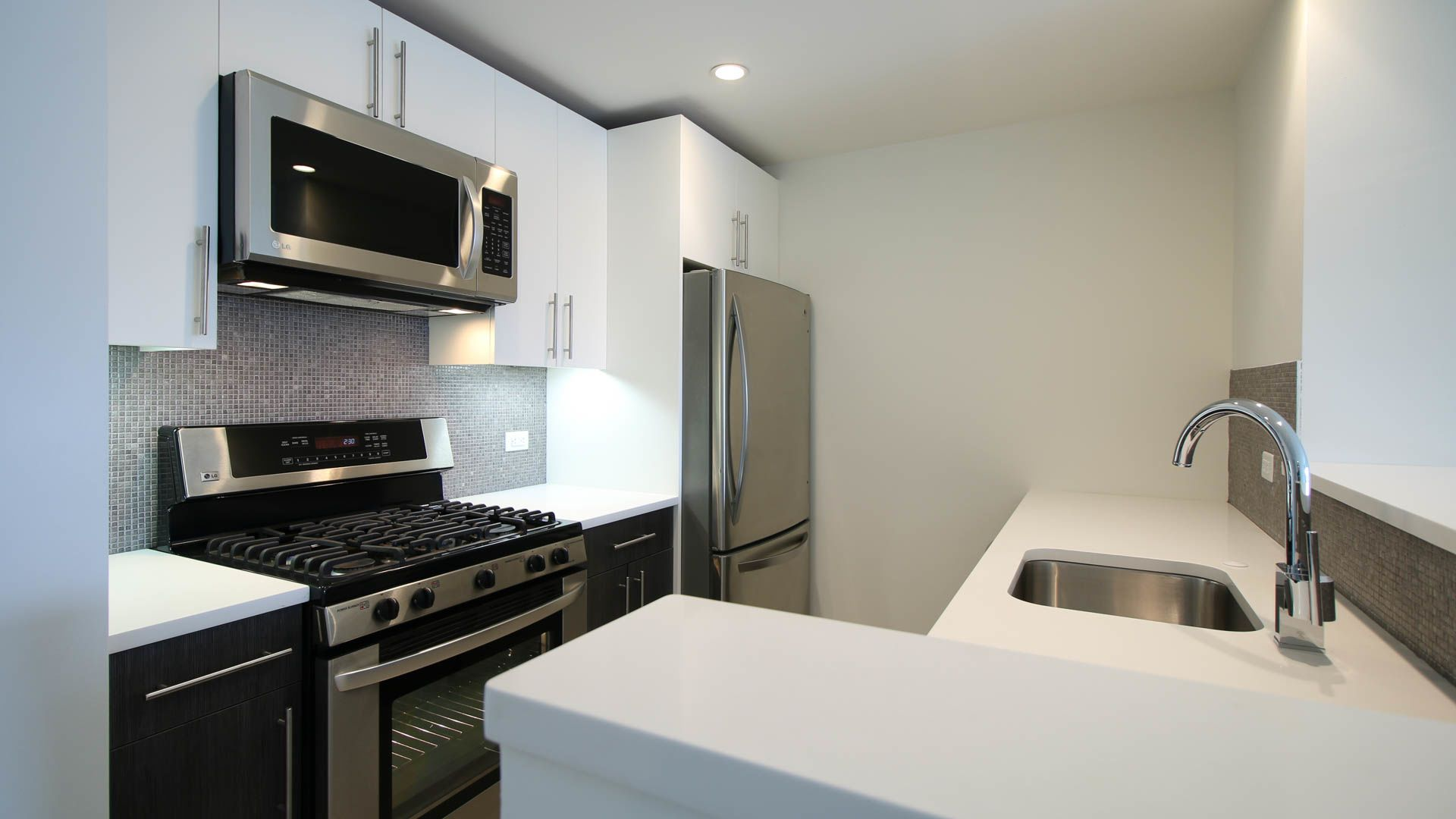 175 Kent Apartments - Kitchen