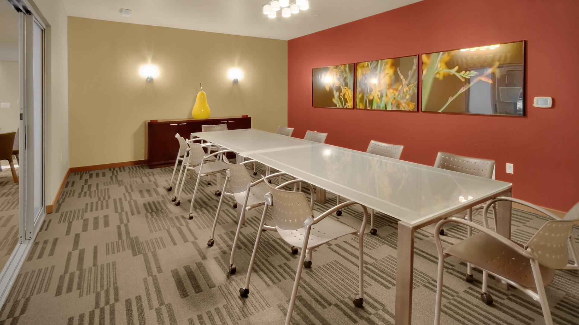 Riverpark Apartments - Meeting Space