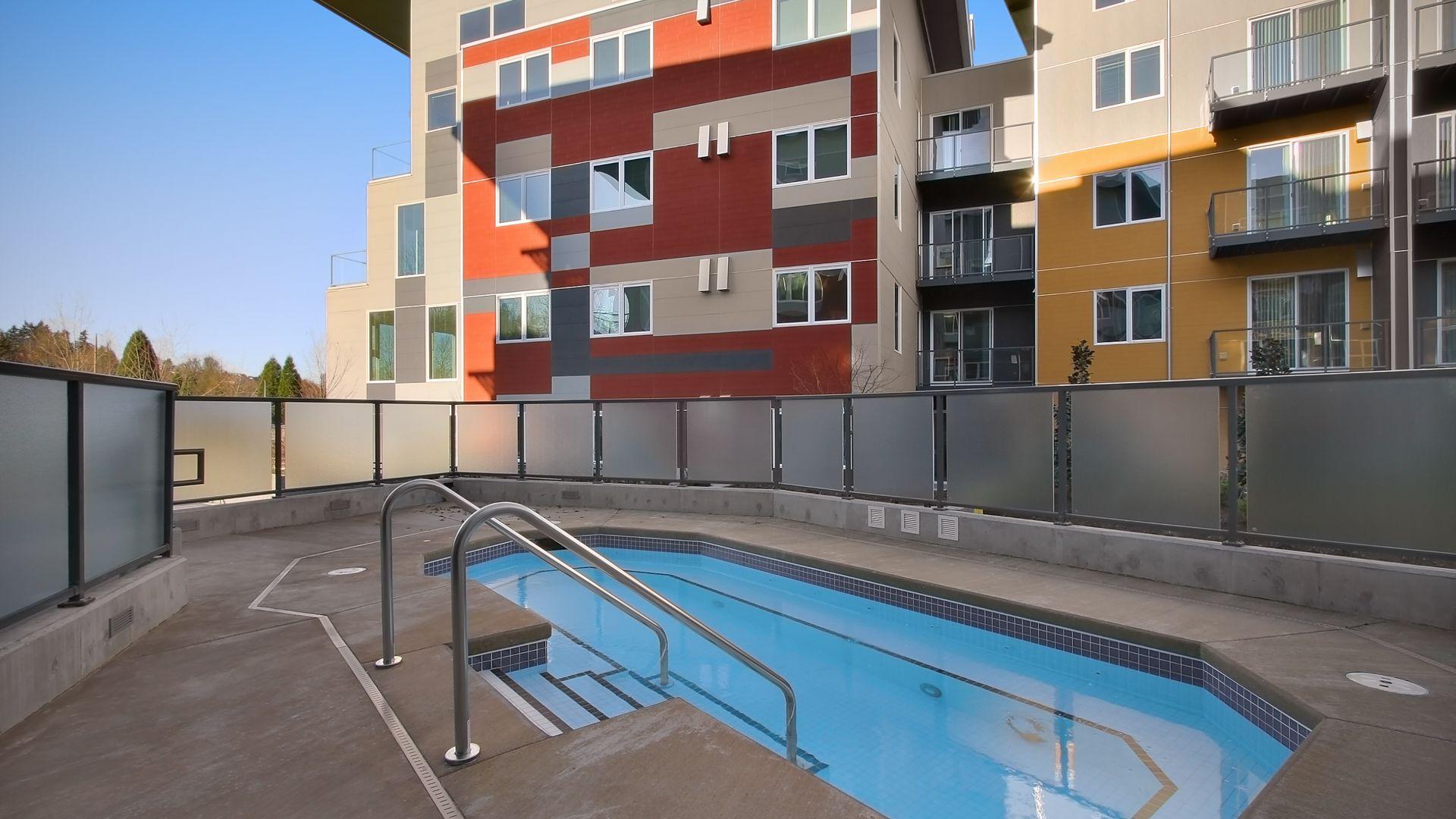 Riverpark Apartments - Hot Tub