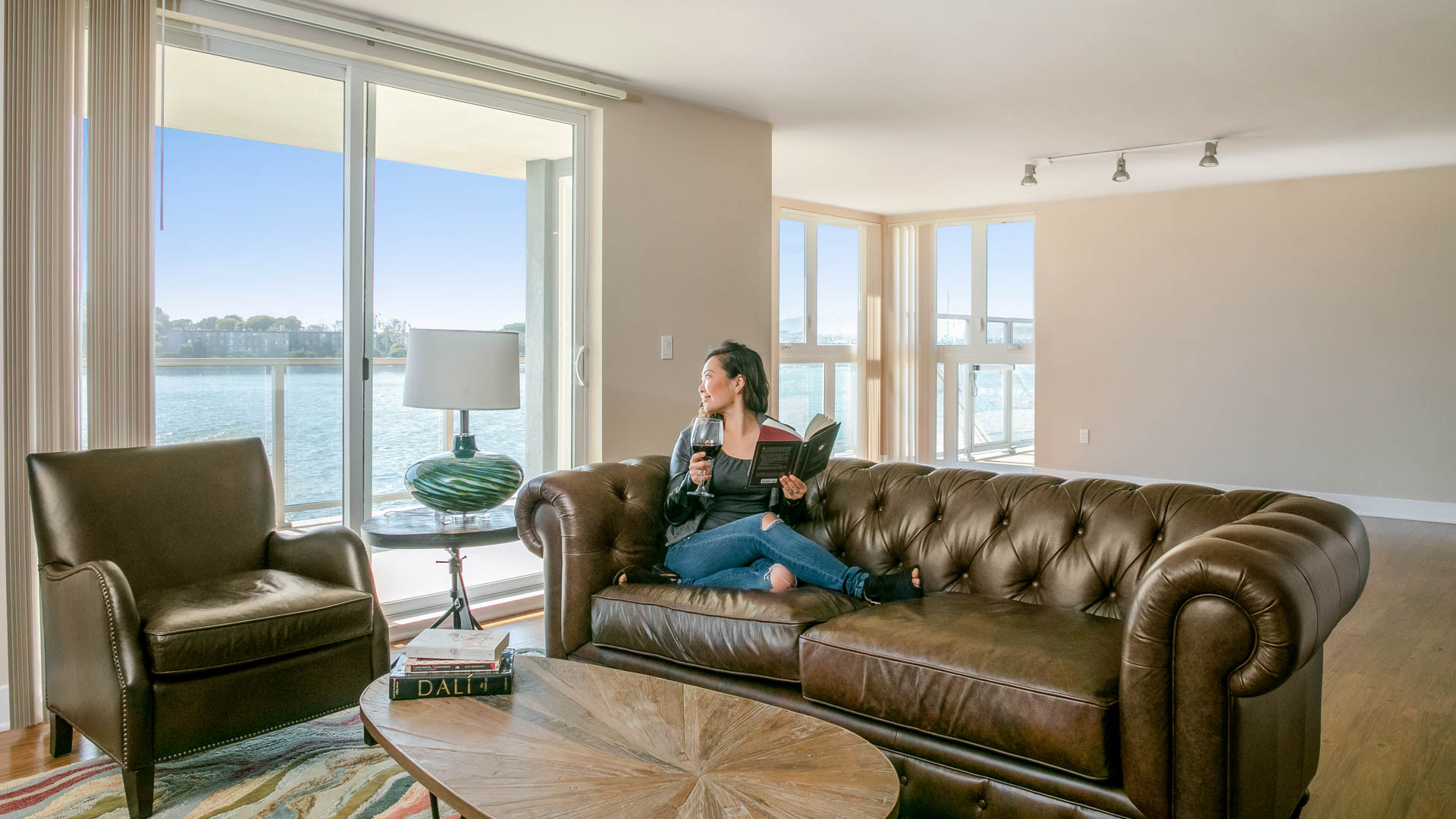 Breakwater at Marina del Rey Apartments - Living Area