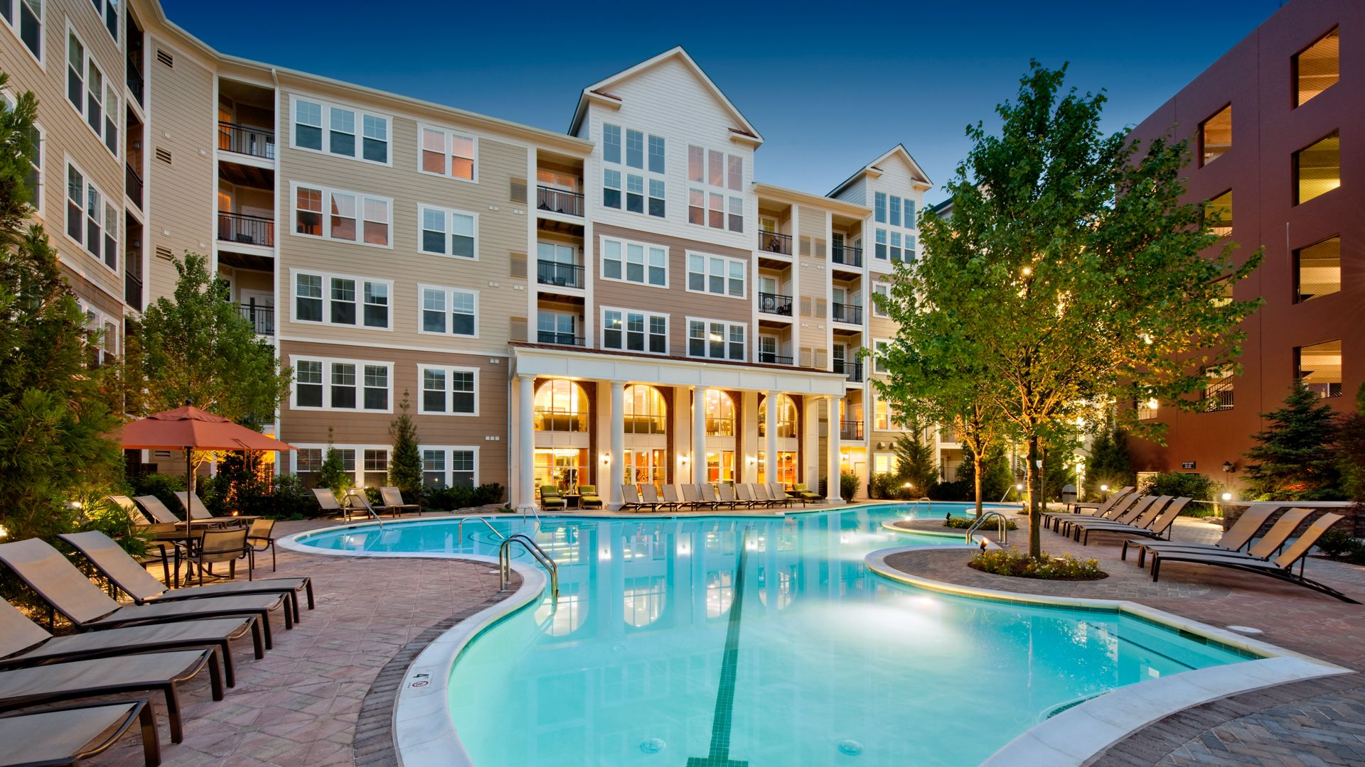 Westchester Rockville Station Apartments - Swimming Pool