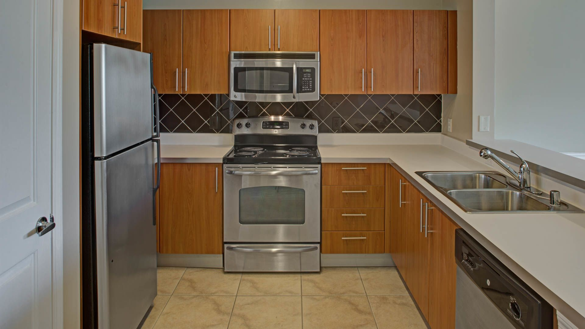 Westchester Rockville Station Apartments - Kitchen