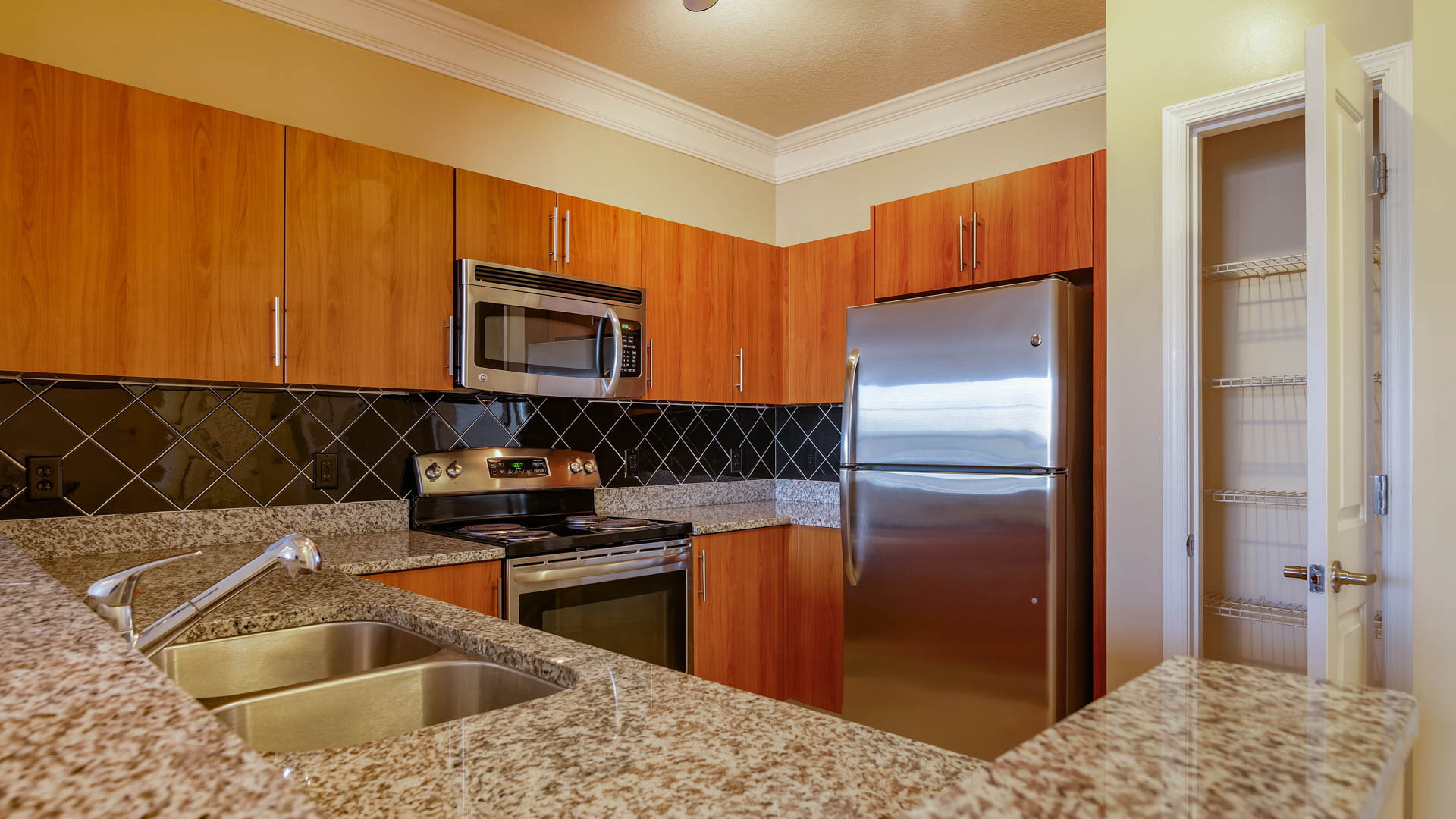 Gaithersburg Station Apartments - Kitchen