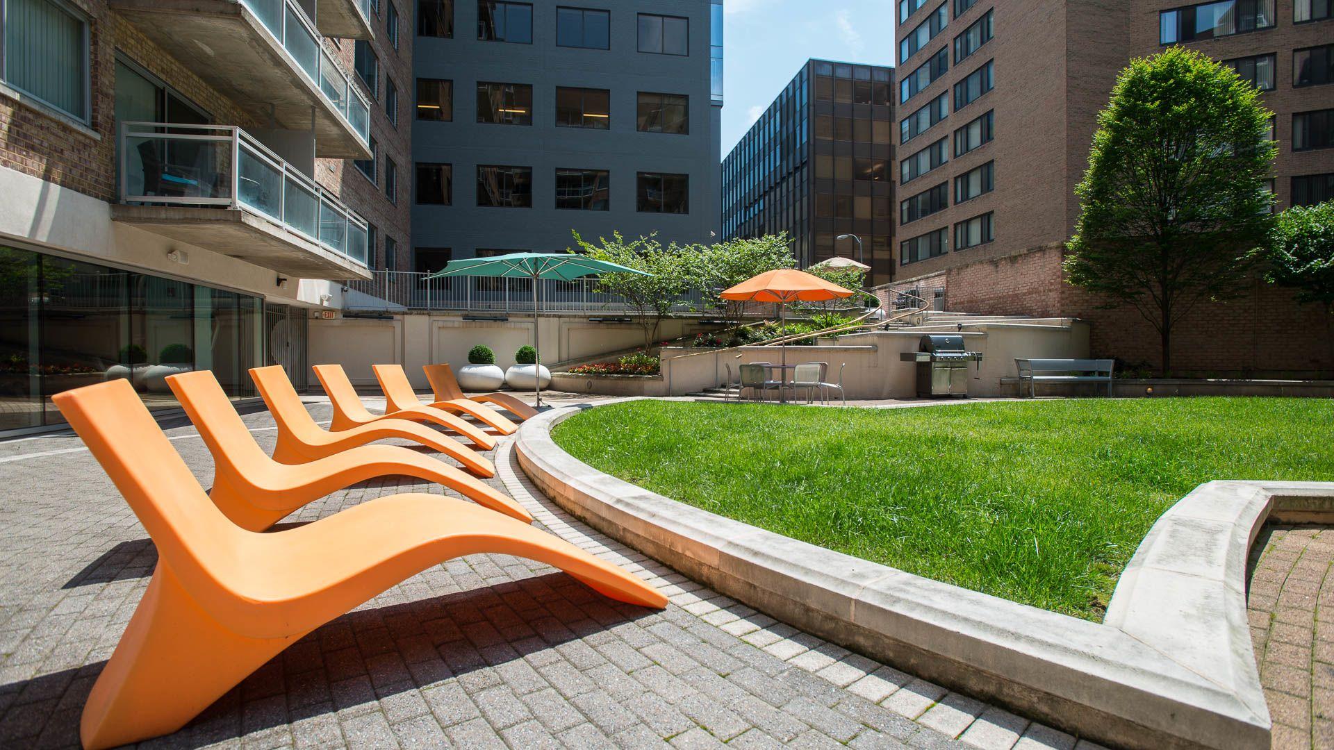 The Flats at Dupont Circle Apartments - Courtyard