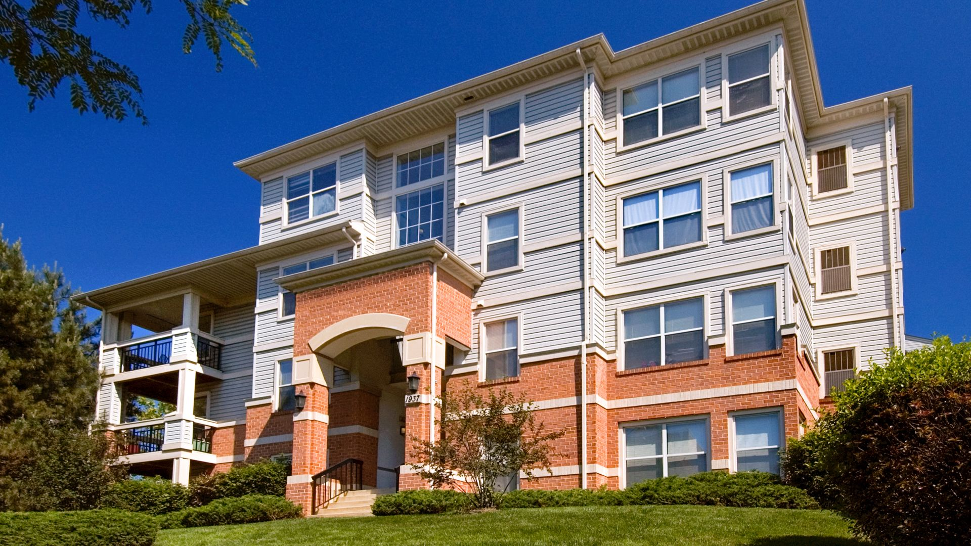 Columbia Crossing Apartments - Building
