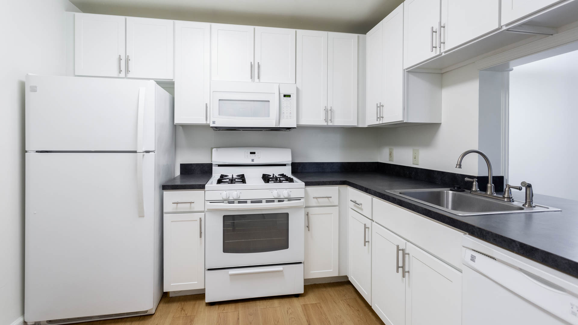 Columbia Crossing Apartments - Kitchen