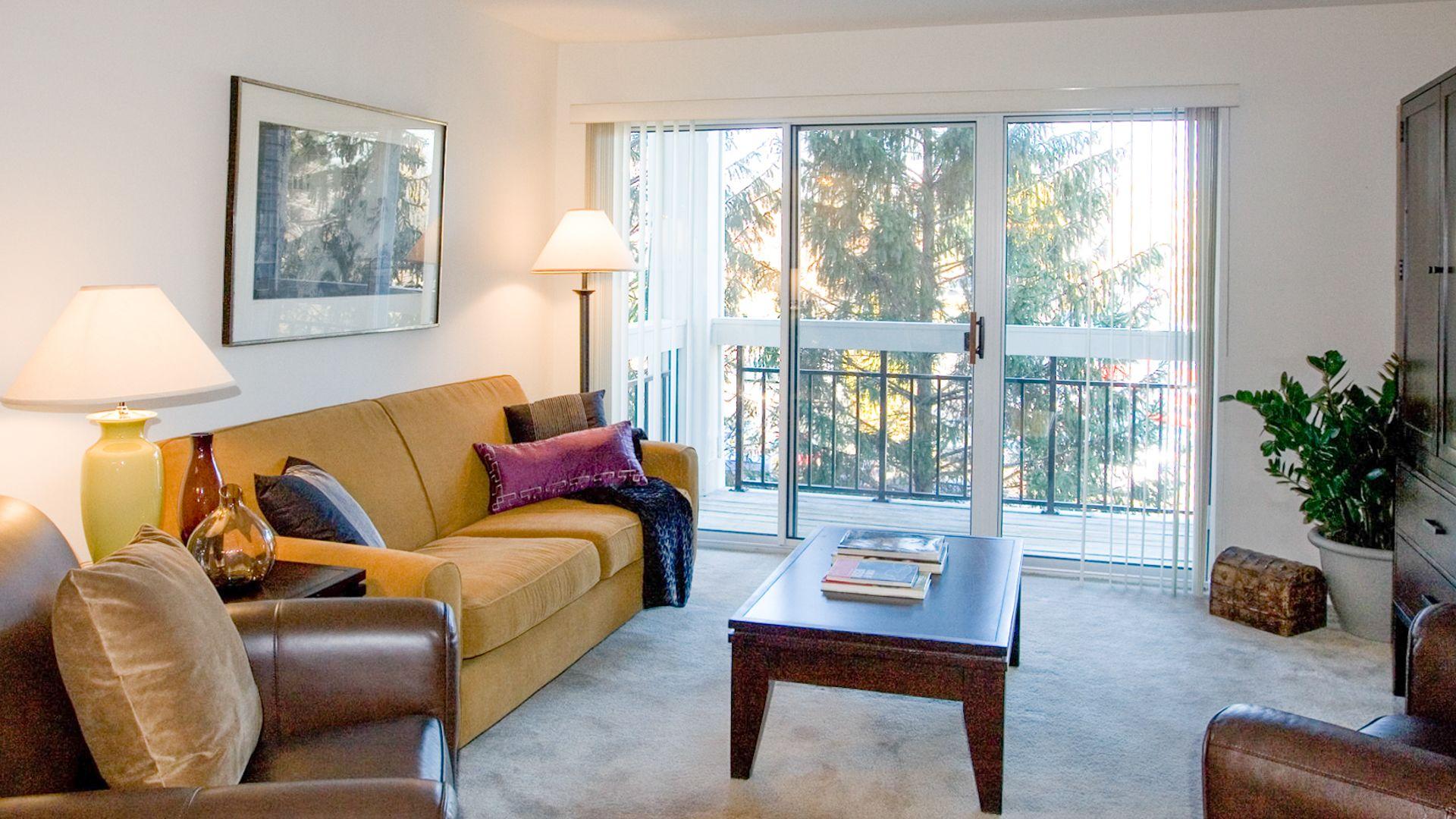 Columbia Crossing Apartments - Living Room