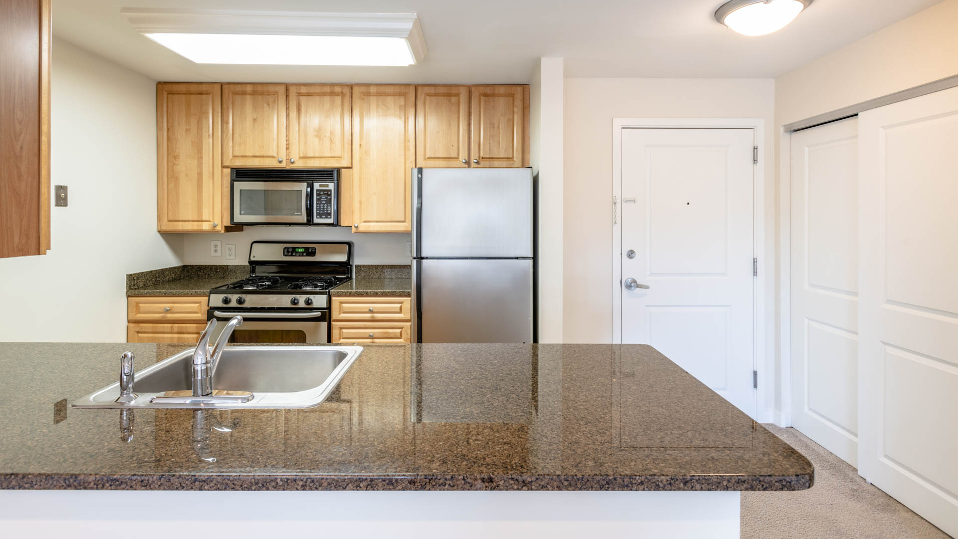 Watertown Square Apartments - Kitchen