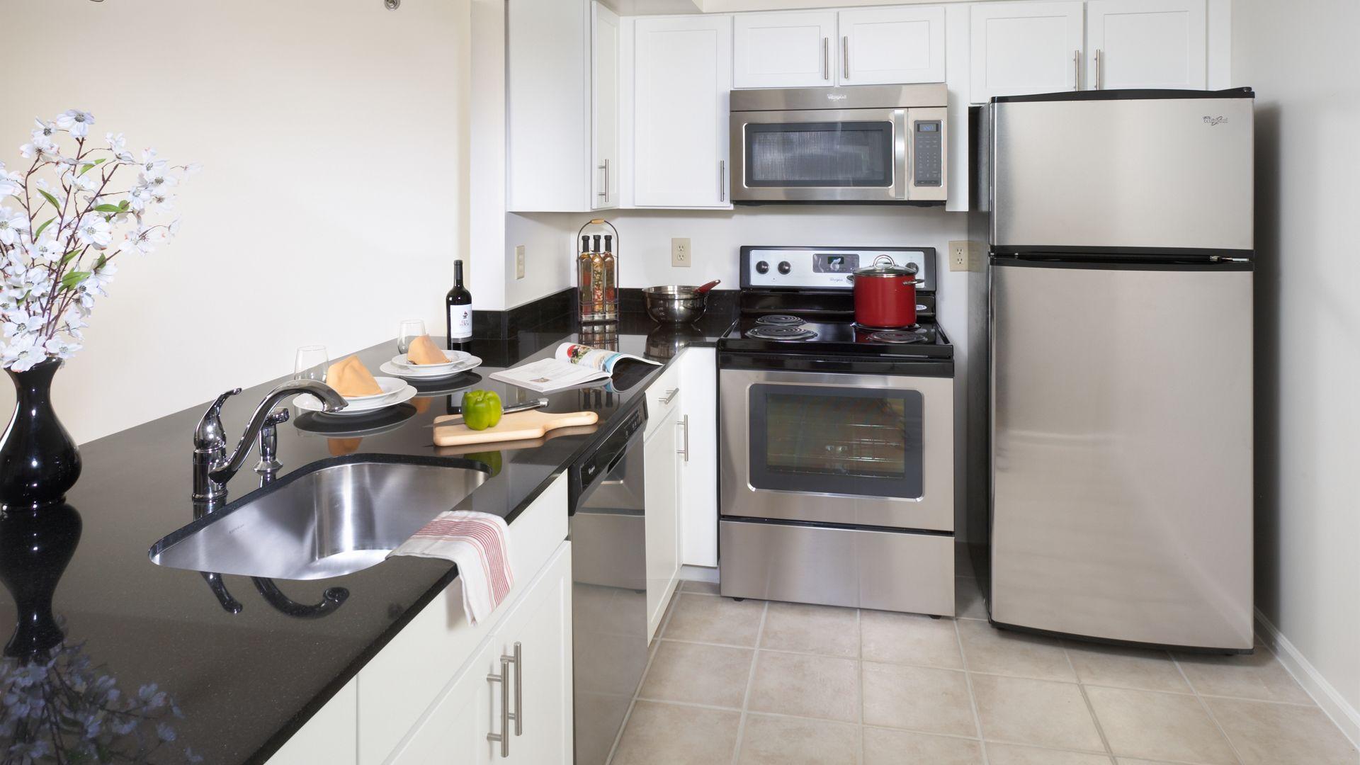 Courthouse Plaza Apartments - Kitchen