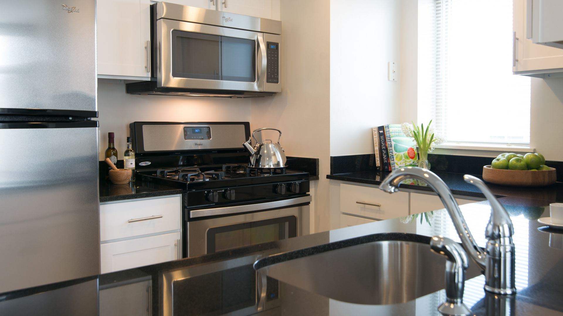 Virginia Square Apartments - Kitchen